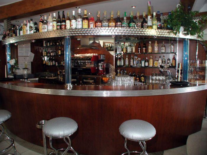 L 39 arredo per bar a brescia all 39 ultima moda for Arredamenti bar brescia