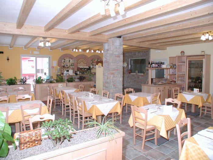 Arredamento per ristorante accogliente e famigliare for Arredamento per ristorante usato
