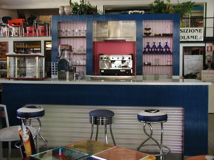 L 39 arredamento per il bar completo for Ristrutturare bancone bar